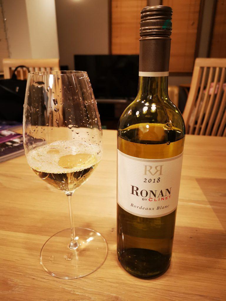 RONAN BY CLINET Bordeaux Blanc 2018のボトルと、注いだグラス