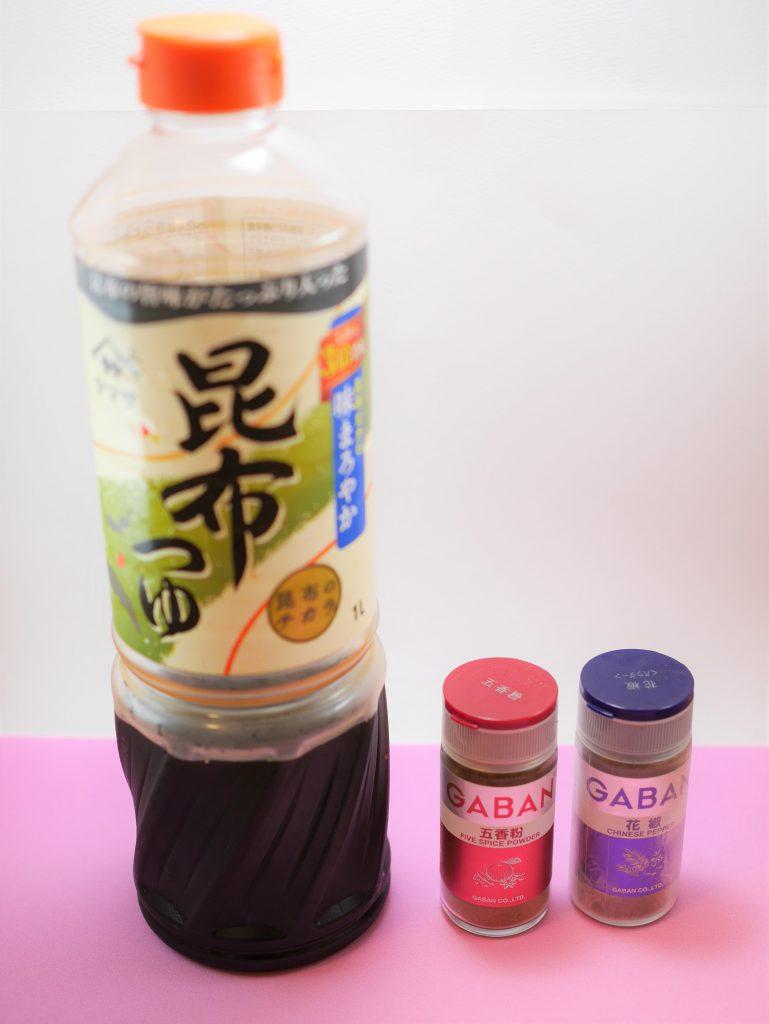 ガーリックツナの材料2(麺つゆ、五香粉、花椒)