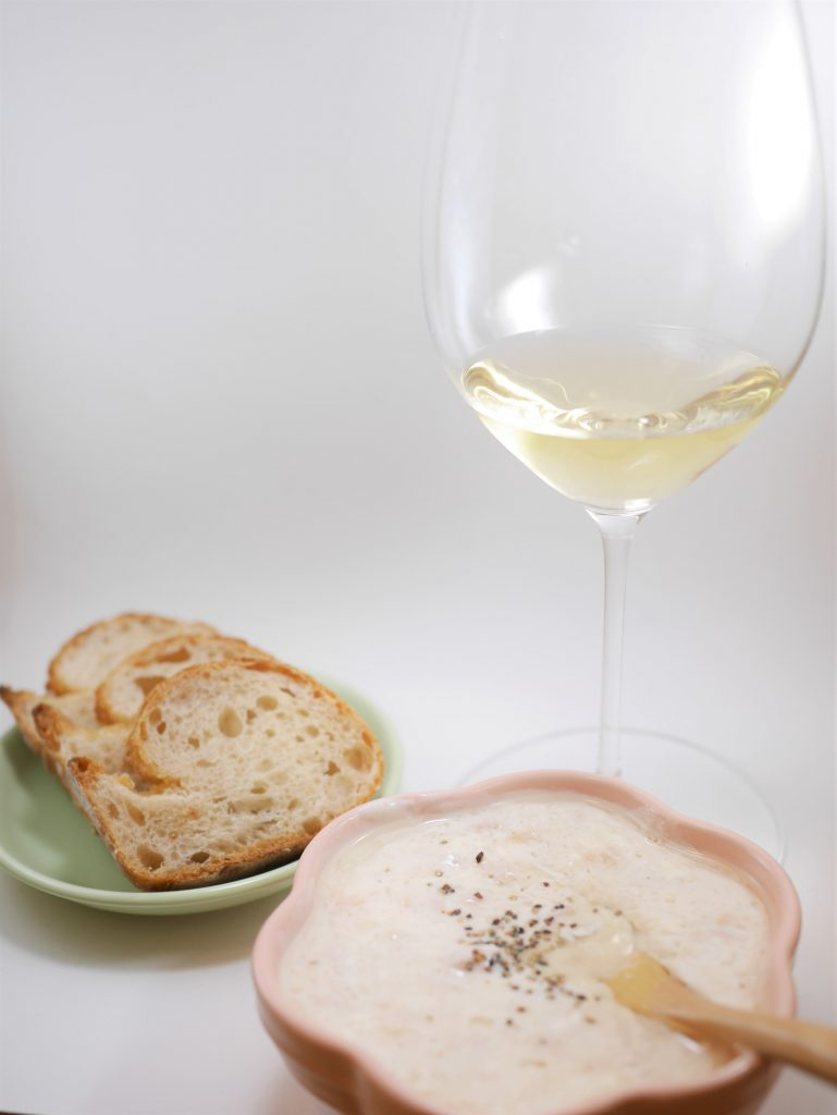 バゲットとクリームチーズディップwithツナとワイン