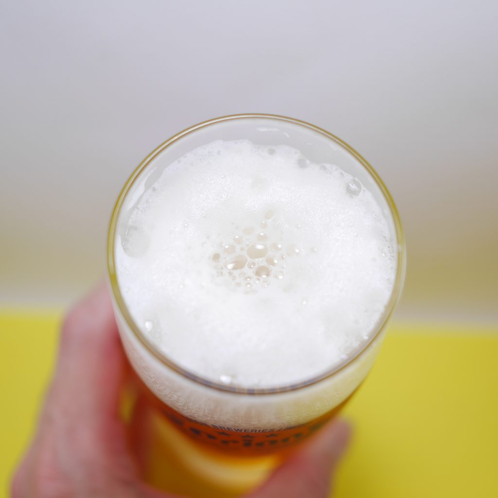 75BEERを注いだグラス傾き中