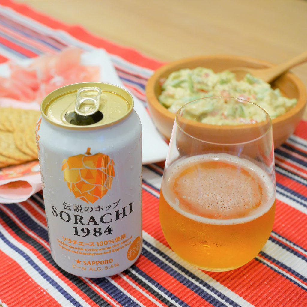 SORACHI1984を注いだグラスと缶と合わせた料理_アイキャッチ画像